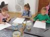 2.-uczniowie-szkicuja-prace