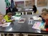 8.-uczennice-kolorują-swoje-rysunki.
