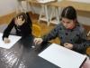 2.-uczennice-przy-stolikach-czas-na-myŤlenie.