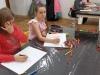 5.-uczennice-koloruja-soje-prace.
