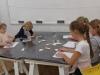 2.-uczniowie-projekyuja-swoj¦ů-mozaike.