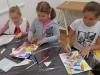 8-uczniowie-koloruj¦ů-swoje-rysunki