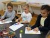3.-uczniowie-koloruja-swoje-prace