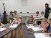3-nauczyciel-przygl¦ůda-si¦Ö-poprawnoŤci-rysunku