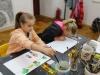 2.-uczniowie-maluj¦ůfarbami-Uroki-Podkarpacia