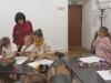 13.-nauczyciel-ogl¦ůda-prace-uczniow.