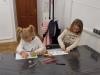 10.-uczennice-wykonuja-rysunek.