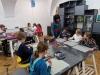 6.-uczniowie-w-trakcie-kolorowania