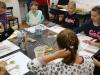 6.-uczniowie-maluja-prace-farbami