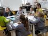 4.-ucznioiwe-słuchaja-prowadzącej-zajęcia-Pani.