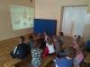 dzieci-oglądają-prezentacje
