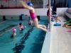 innowacja-uczennica-skacze-do-wody