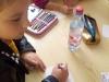 uczennica-wypisuje-kartk¦Ö-pocztow¦ů