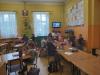 Uczniowie-wykonują-pracę-plastyczną-2