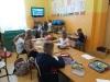 Uczniowie-wykonują-pracę-plastyczną-3