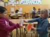 11.-Milenka-i-Amelka-wymieniają-sie-laurkami