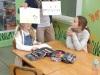 06-nauczyciel-pokazuje-fragment-łąki