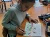 07-uczennica-rysuje-swoja-łąkę