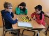 1.-uczniowie-graja-w-szachy