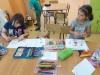 Dzieci-wykonują-kartkę-urodzinową-dla-chorej-na-białaczkę-Róży-4