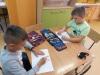 Dzieci-wykonują-kartkę-urodzinową-dla-chorej-na-białaczkę-Róży-5