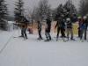 12.-Młodzi-narciarze-podchodzą-do-wyciągu