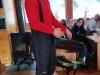 2.-Trener-prezentuje-sprzęt-narciarski