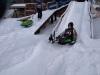 24.-Zabawa-na-śnieżnej-zjeżdżalni