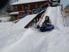 25.-Zabawa-na-śnieżnej-zjeżdżalni