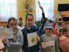 14.-uczennice-pokazują-swoje-prace