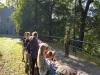 16.-uczniowie-w-trakcie-zajęć-przyrodniczych-pod-chmurką.